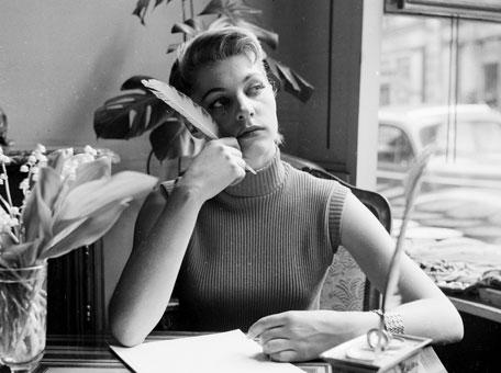 MamaMarketing: vintage photo of lady writing